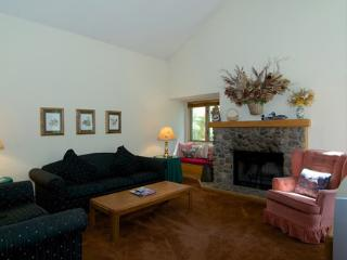 Premium McCloud Condo Sleeps 8 ~ RA3636, Incline Village