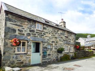 TREFLYS BACH, stone-built, detached cottage, multi-fuel stove, pet-friendly, in Penmachno, Ref 1929