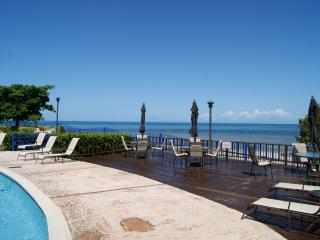 Hac del Club III-306, WiFi, beachfront, full a/c, Cabo Rojo