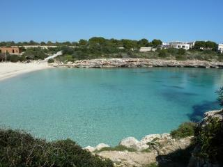 Pretty villa with pool + wifi in traditional finca, Porto Colom