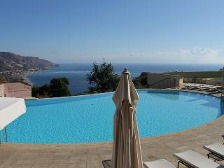 Taormina Lux Apartment  Sicily with pool in center