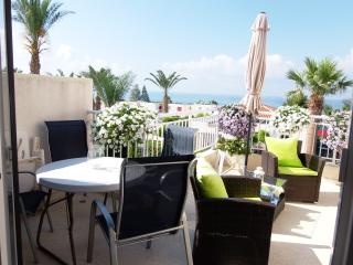Coral Bay Prime Tourist Location - 1 Bed Apt -Pool, Paphos