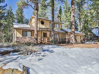 Great Family Getaway - Meticulously Maintained Tahoe Cabin - 2 Living Rooms, South Lake Tahoe