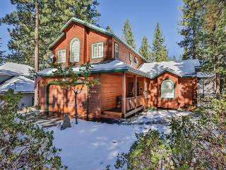 Tastefully decorated mountain home-hot tub, pool table, pets, families, South Lake Tahoe