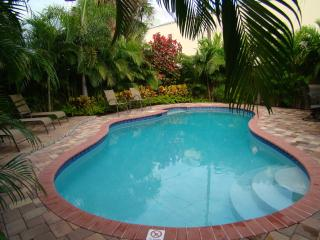 Holiday Oasis: Pvt. Htd Salt Water Pool nr. Beach, West Palm Beach
