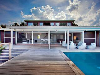 Contemporary sea view villa direct access to water, Cul de Sac