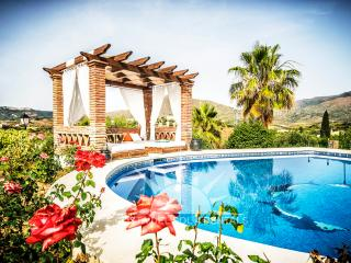 MAJESTIC ANDALUCIAN VILLA WITH ACHILOUT AREA, Mijas