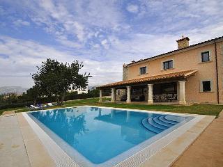 Casa con piscina para 8 personas. WIFI. TV SAT., Marratxi