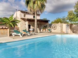 Beautifully restored country farmhouse with a private pool!, Sant Joan