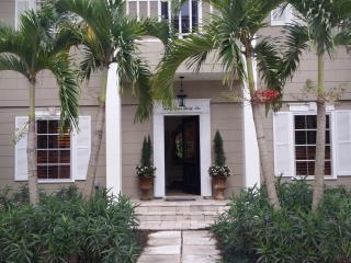 Charming Key West Style Home on Lake, Napoli