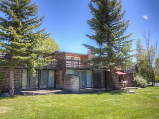 Great Value Home Just Steps from the Lake ~ RA900, South Lake Tahoe