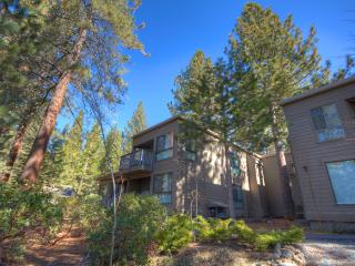 Coeur-Du-Lac Condo Walking Distance to Private Beach ~ RA673, Incline Village