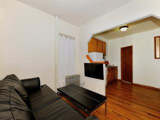 Stay near Central Park, Apple Store, 5th Ave…conveniently located UES 2BR/1BA