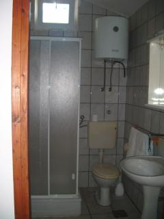 Studio(2+1): bathroom with toilet