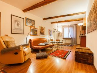 cozy apartment 4 beds historic center free wifi, Genoa