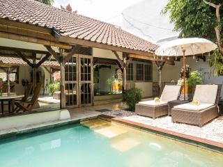 Quiet Jewel in  heart of Seminyak ,close to beach