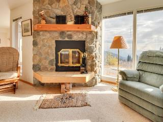 Welcoming condo with lake & mountain views, close to the slopes, Sandpoint