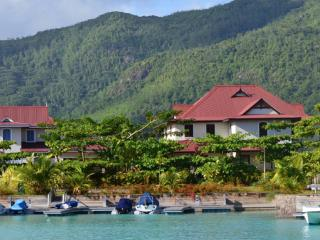Large 3 bed/bath 210 sqm self-catering apartment, Eden Island
