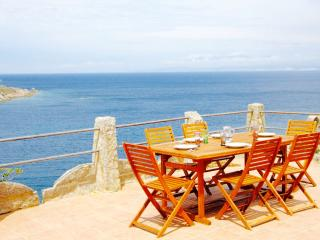 VILLA ELISA 4BR-Seafront w/Patio Sun Roof by KlabHouse