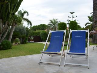 Casa Mirelda private&romantic location,sea&garden, Fontane Bianche