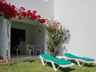 Quentao Red Villa, Quarteira, Algarve