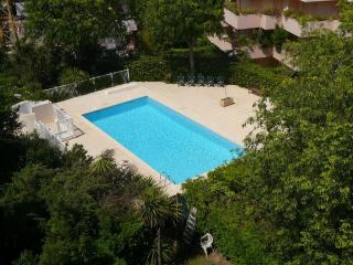 2 Bedroom with Panoramic Views, Swimming Pool and Parking, minutes to the Beach