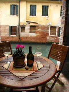 Una bottiglia di vino...with a canal view.