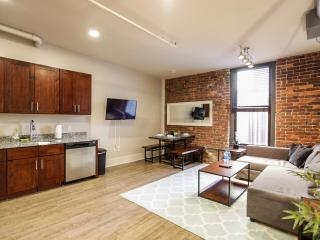 Two Bedroom in the Heart of Knoxville-Book Now!