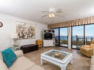 SD 502:THE BEACH IS CALLING AND THIS IS THE PERFECT CONDO! VERY LARGE!