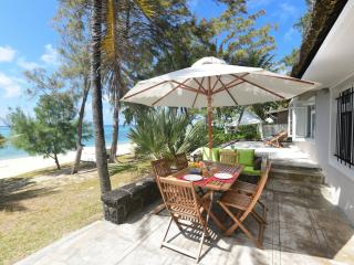 Family beachfront villa on a beautiful beach, Pointe d'Esny