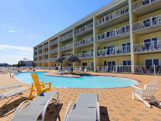 Beachfront 2 bedroom 2 bath! Community Pool! Beautiful Beach!