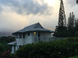 Beautiful, secluded 2br cottage with easy beach access, Princeville