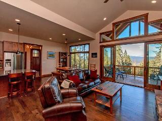 Dragontail View at Trailside! | Hot Tub | Summer Pool Access | Mountain Views