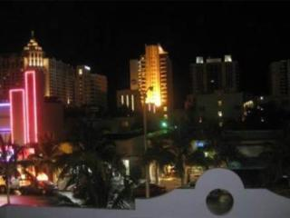 SoBe Paradise: Ideal location beach & Lincoln Rd