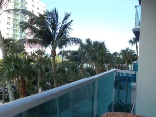 Beautiful 1/1.5 Beachfront Condo in Hollywood