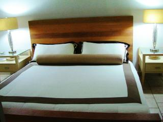 ** OCEAN VIEW KING SIZE BED MALIBU BEACH LUXURY RE, Loíza