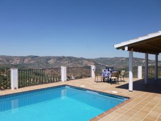 Country House, 4 double bedrooms Pool, Great views, Iznájar