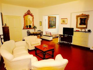 CAVOUR 3BR-in center near the beach by KlabHouse, Santa Margherita Ligure