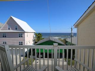 Tropical Winds C4 - Oceanview condo, open and spacious floor plan, community, Carolina Beach