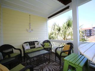 Bowfin - Spacious, updated, 4 bedroom duplex within an easy walk to the beach