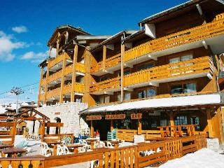 Ski in ski out, 150m to ski-lifts, by shops, great view of pistes