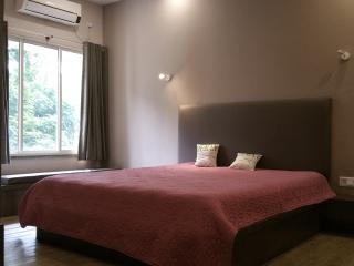 Luxurious | Safe | En-suite | Fab Location | Wi-Fi, Kolkata (Calcutta)