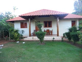 3 min. walk to beach. Ocean view. Sleeps 4. WiFi., Las Galeras