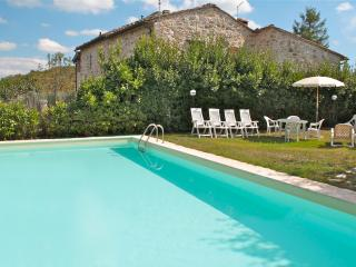 Beautiful Country House with private pool sleeps 8, Siena