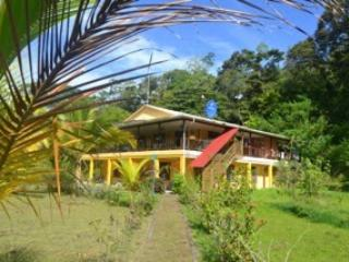 Eco-sustainable Seashore Island Retreat, Isla Bastimentos
