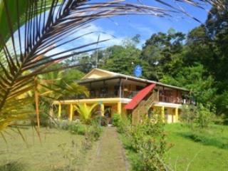 Eco-sustainable Seashore Island Retreat