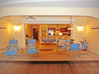 Sea Belle Villa ~ Simpson Bay St Maarten ~ Oceanfront with Pool, Baie de Simpson