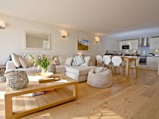 Apartment 7, Gara Rock located in Kingsbridge, Devon