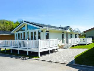ERISA, detached lodge, en-suite, enclosed decked patio, walks from the door