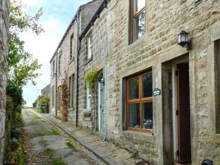 ROSEANNE COTTAGE, stone-built, character features, woodburner, in Hebden, Grassington, Ref 921955
